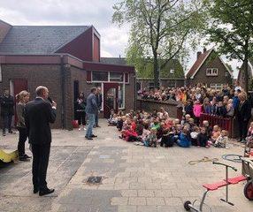 Geert-Jan Hendriks bij uitreiking conciërge van het jaar